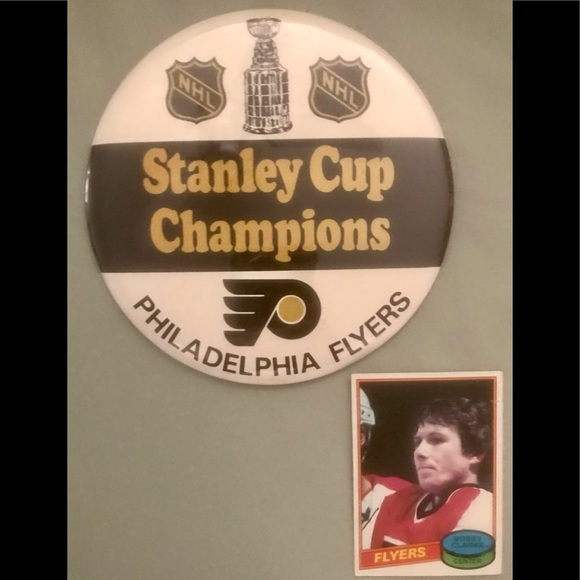 FLYERS STANLEY CUP CHAMPIONS PIN+BOBBY CLARK TOPPS